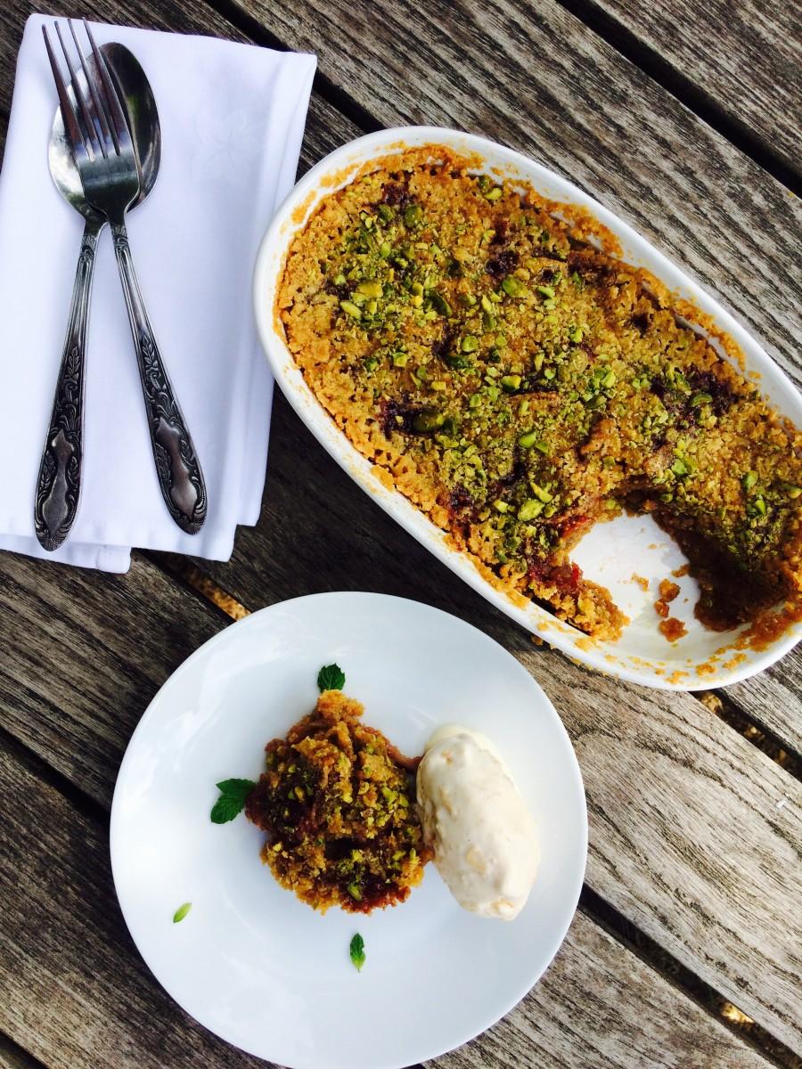 Torta Crumble de Figo e Pistache com Semifreddo de Brioche