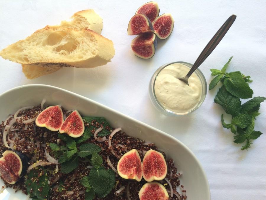 Salada de Quinoa Vermelha e Molho de Tahine