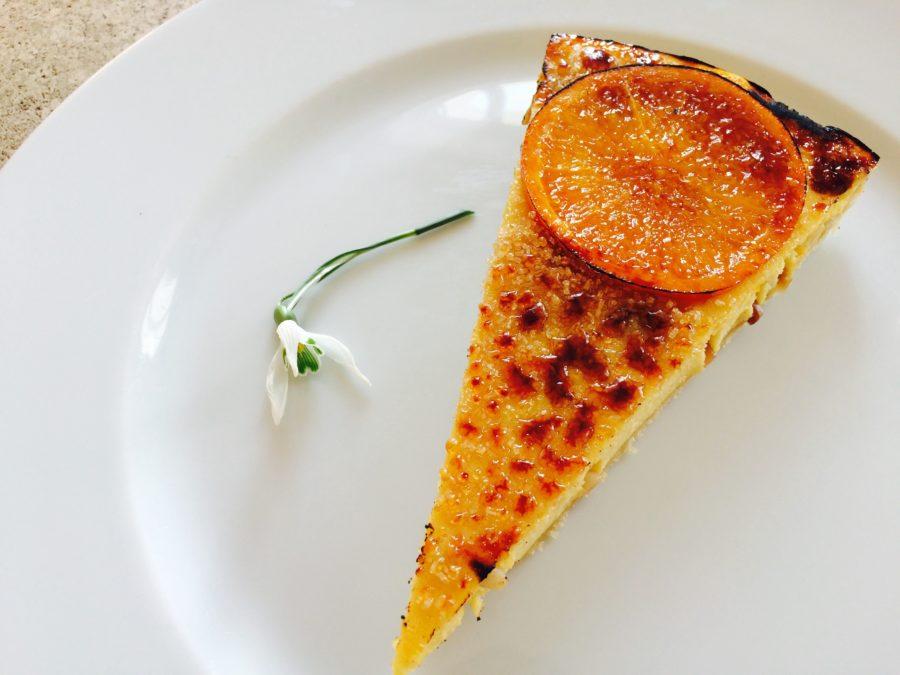 Cheesecake Brûlée de Queijo de Ovelha, Laranja e Pinoli
