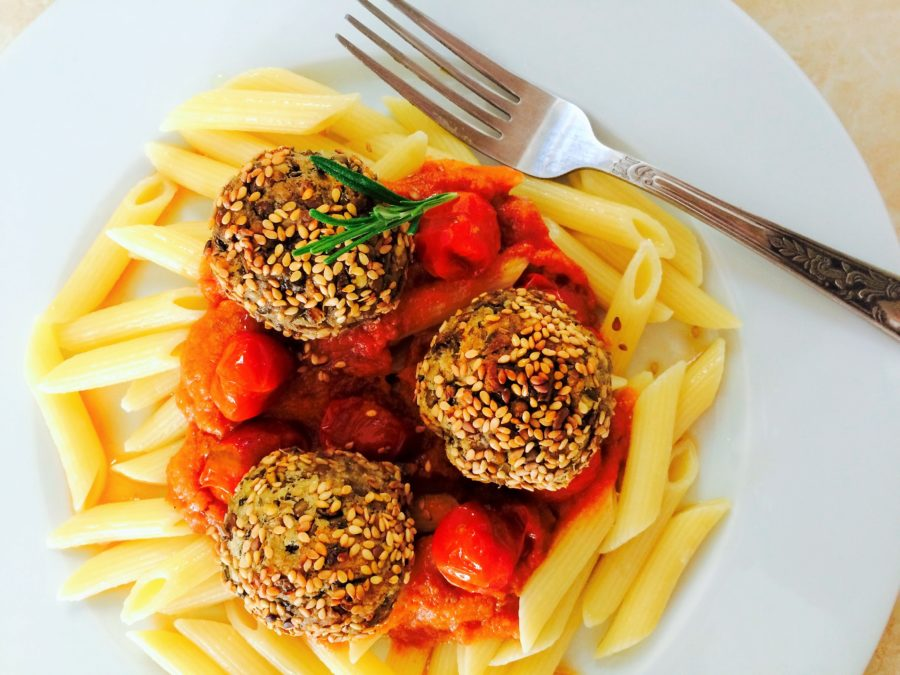 Almondegas de Lentilha com Molho de Tomate Assado