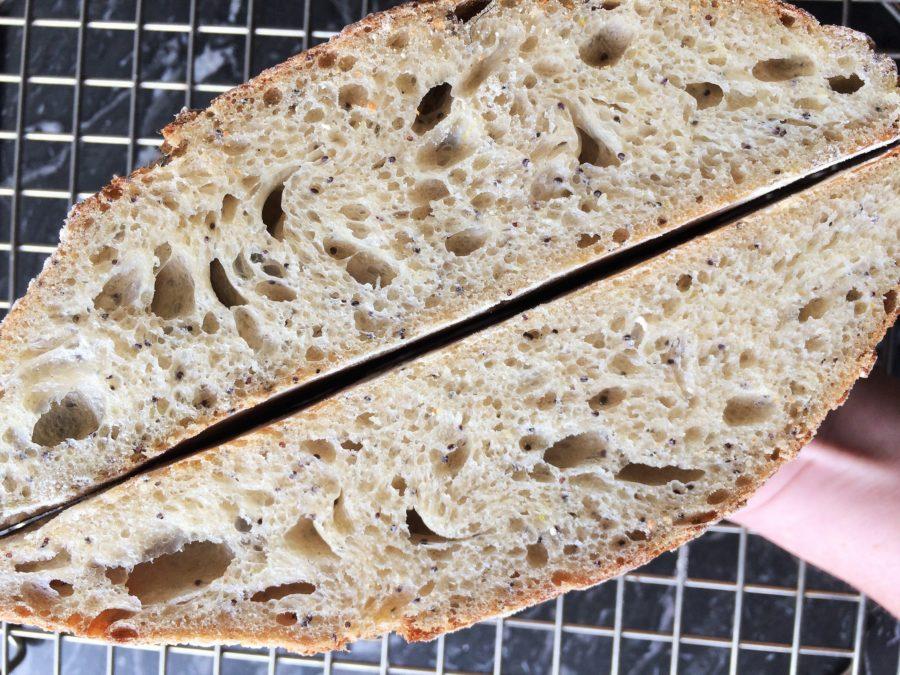 Pão de Semente de Papoula, Parmesão e Raspas de Limão