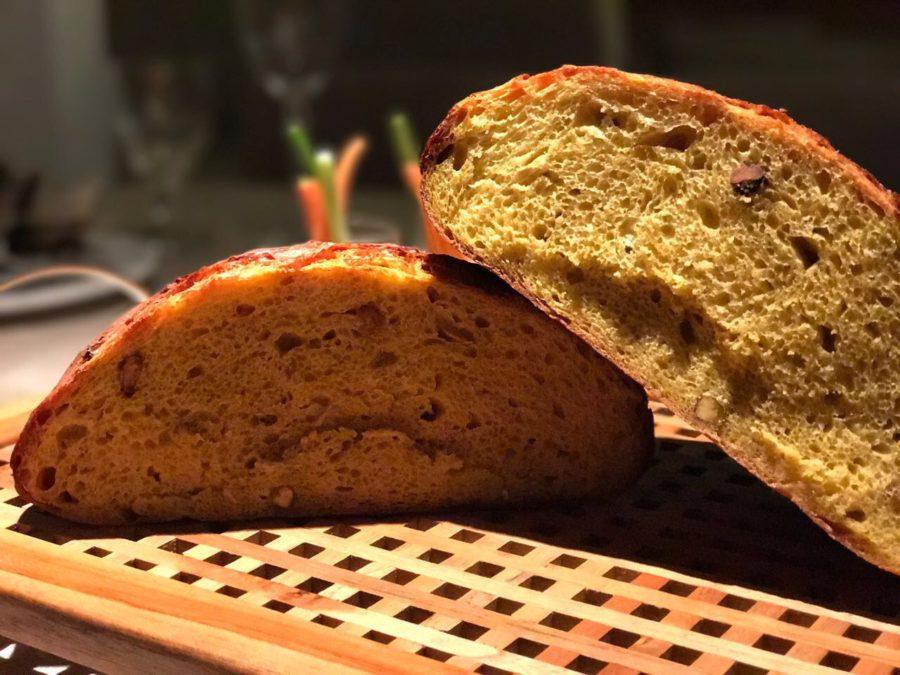 Pão da Aline, o terceiro da série 'Um pão para cada amigo': Açafrão, Pistache e Flor de Laranjeira {Levain}